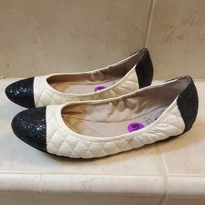 Vince Camuto Womens Flats